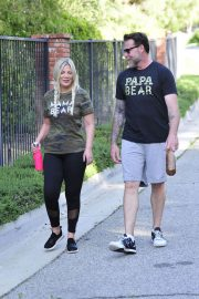 Tori Spelling and Dean McDermott Stills Out for a Power Walk in Los Angeles 2018/04/25 11