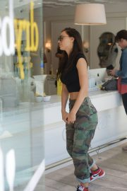 Alexis Ren at a Dry Bar in Beverly Hills 2018/06/01 13