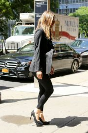 Alicia Silverstone Arrives at Her Hotel in New York 2018/06/11 3