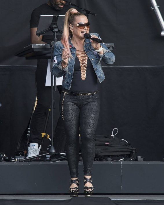 Anastacia Opens for Lionel Richie at Franklin's Gardens in Northampton 2018/06/01 5