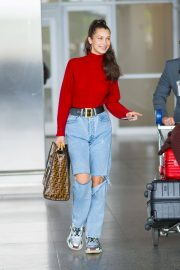 Bella Hadid in Ripped Jeans at JFK Airport in New York 2018/06/02 2