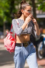 Bella Hadid in Ripped Jeans Out in New York 2018/06/02 4