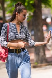 Bella Hadid in Ripped Jeans Out in New York 2018/06/02 7