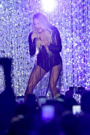 Carrie Underwood Performs at 2018 CMT Music Awards in Nashville 2018/06/06 7