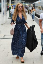 Catherine Tyldesley at Manchester Piccadilly Train Station 2018/06/02 6