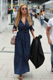 Catherine Tyldesley at Manchester Piccadilly Train Station 2018/06/02 7