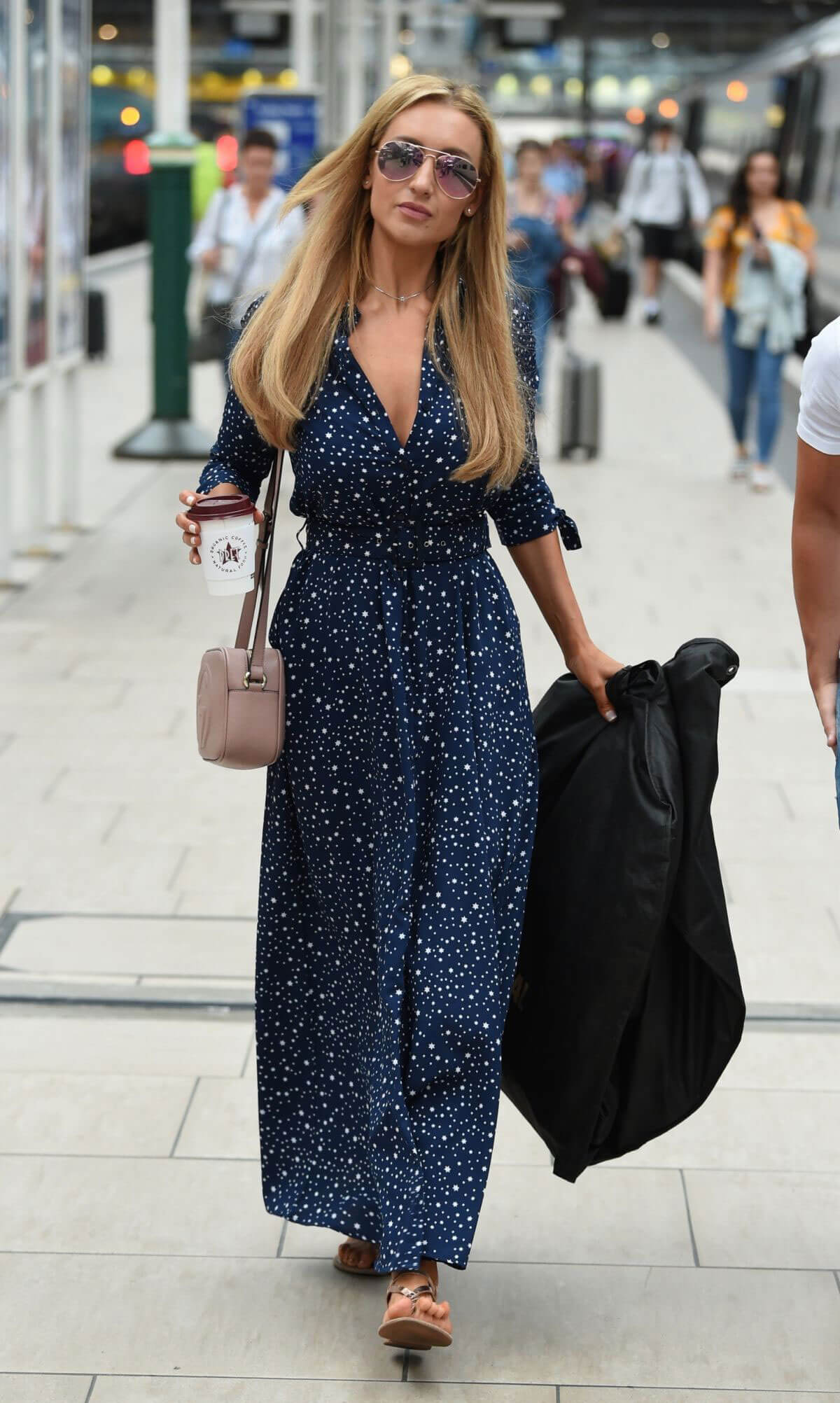 Catherine Tyldesley at Manchester Piccadilly Train Station 2018/06/02 9