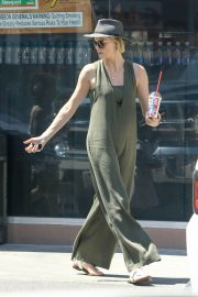 Charlize Theron Out and About in Los Angeles 2018/06/09 3