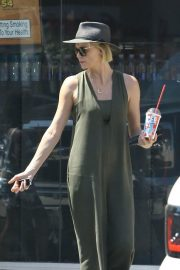 Charlize Theron Out and About in Los Angeles 2018/06/09 4
