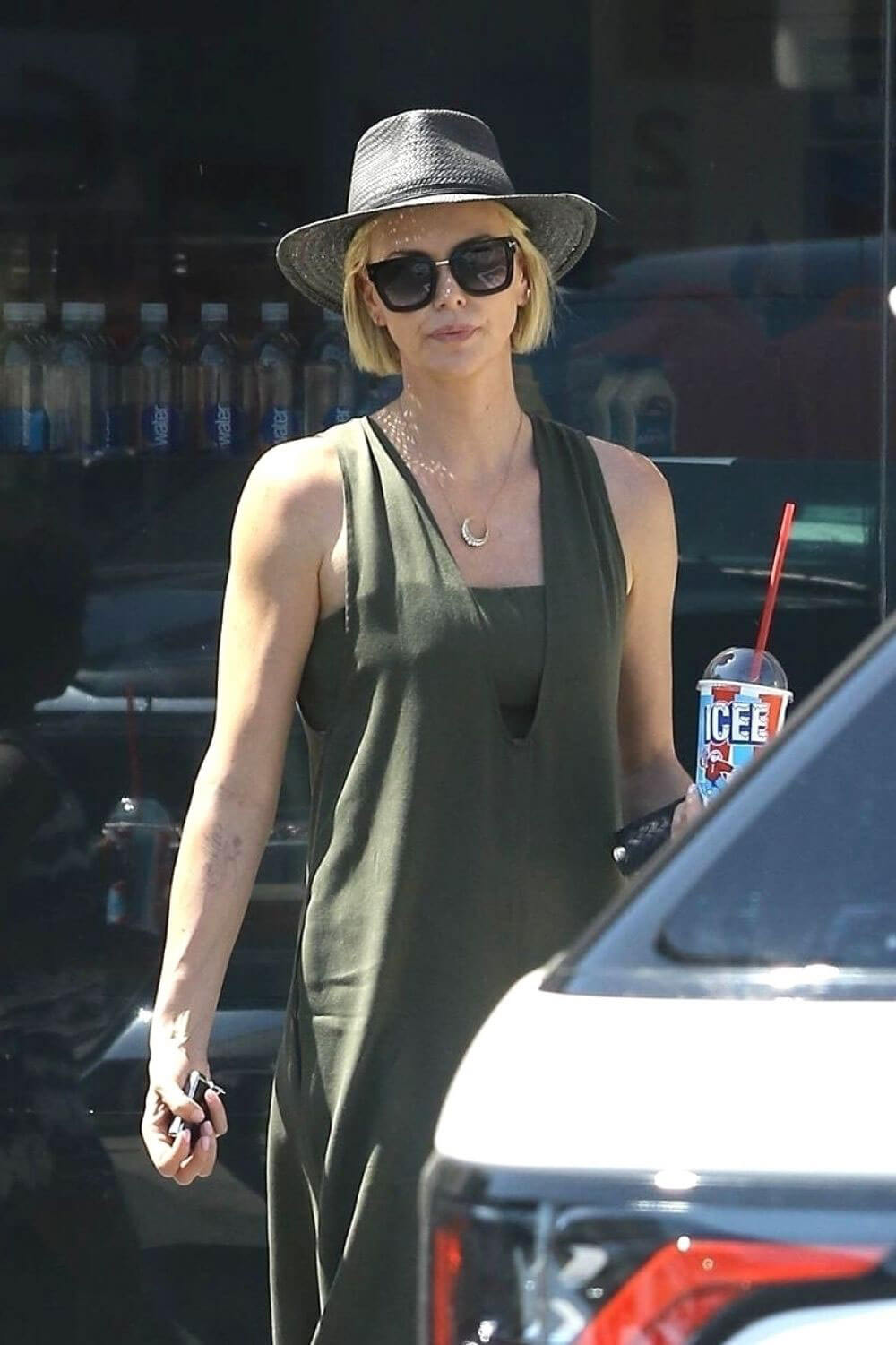 Charlize Theron Out and About in Los Angeles 2018/06/09 13