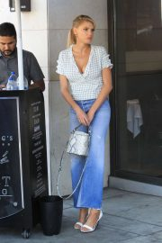 Charlotte McKinney in Jeans Out and About in Los Angeles 2018/06/01 2