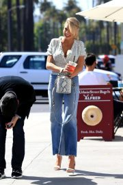 Charlotte McKinney in Jeans Out and About in Los Angeles 2018/06/01 15