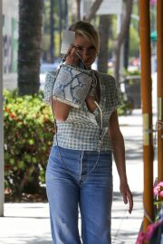 Charlotte McKinney in Jeans Out and About in Los Angeles 2018/06/01 26