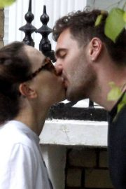 Daisy Ridley and Tom Bateman Stills Out Kissing in London 2018/06/08 1