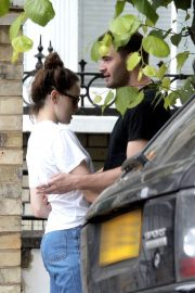 Daisy Ridley and Tom Bateman Stills Out Kissing in London 2018/06/08 3