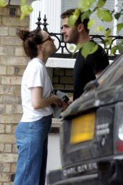 Daisy Ridley and Tom Bateman Stills Out Kissing in London 2018/06/08 7