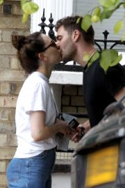 Daisy Ridley and Tom Bateman Stills Out Kissing in London 2018/06/08 13