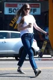 Dakota Johnson in Jeans Out Shopping in West Hollywood 2018/06/06 1