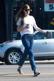 Dakota Johnson in Jeans Out Shopping in West Hollywood 2018/06/06 7