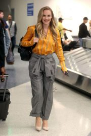 Danielle Savre at Los Angeles International Airport 2018/05/29 3