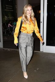 Danielle Savre at Los Angeles International Airport 2018/05/29 8