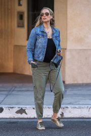 Elizabeth Berkley Out and About in Beverly Hills 2018/06/11 3
