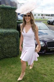 Elizabeth Hurley at Investec Derby Festival Ladies Day at Epsom Racecourse 2018/06/01 1