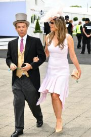 Elizabeth Hurley at Investec Derby Festival Ladies Day at Epsom Racecourse 2018/06/01 6