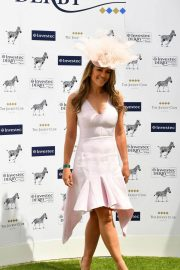 Elizabeth Hurley at Investec Derby Festival Ladies Day at Epsom Racecourse 2018/06/01 9