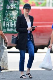 Emma Stone Out and About in New York 2018/06/11 9