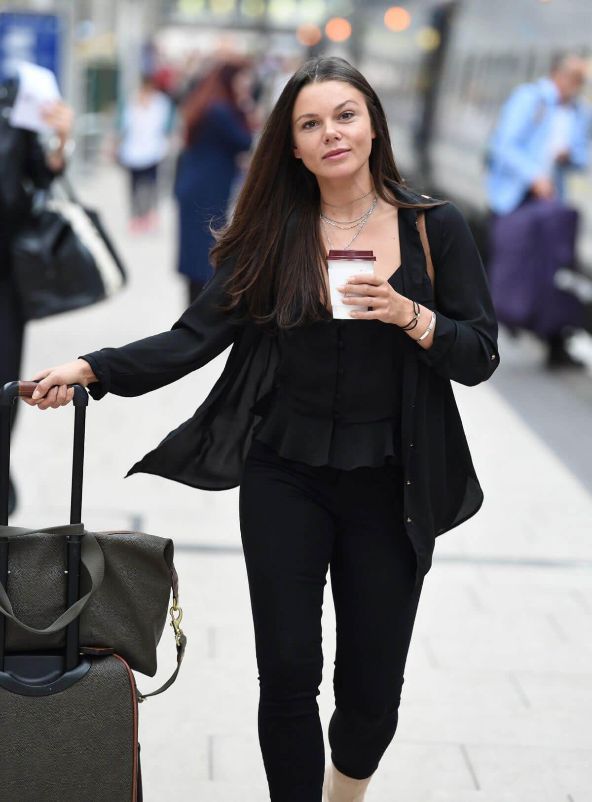 Faye Brookes at Manchester Piccadilly Train Station 2018/06/02 2