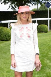 Georgia Toffolo at Investec Derby Festival Ladies Day at Epsom Racecourse 2018/06/01 3