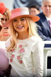 Georgia Toffolo at Investec Derby Festival Ladies Day at Epsom Racecourse 2018/06/01 4
