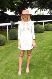 Georgia Toffolo at Investec Derby Festival Ladies Day at Epsom Racecourse 2018/06/01 5