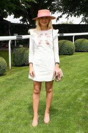 Georgia Toffolo at Investec Derby Festival Ladies Day at Epsom Racecourse 2018/06/01 6