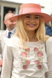 Georgia Toffolo at Investec Derby Festival Ladies Day at Epsom Racecourse 2018/06/01 7