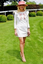 Georgia Toffolo at Investec Derby Festival Ladies Day at Epsom Racecourse 2018/06/01 8