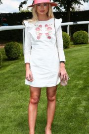 Georgia Toffolo at Investec Derby Festival Ladies Day at Epsom Racecourse 2018/06/01 9