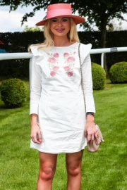 Georgia Toffolo at Investec Derby Festival Ladies Day at Epsom Racecourse 2018/06/01 12