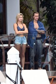 Hailey Baldwin and Justin Bieber on His Mansion Balcony in Miami 2018/06/11 3