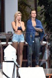 Hailey Baldwin and Justin Bieber on His Mansion Balcony in Miami 2018/06/11 5