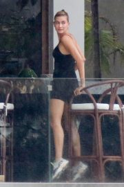 Hailey Baldwin and Justin Bieber on His Mansion Balcony in Miami 2018/06/11 12