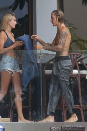 Hailey Baldwin and Justin Bieber on His Mansion Balcony in Miami 2018/06/11 22