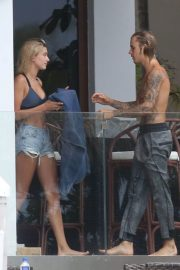 Hailey Baldwin and Justin Bieber on His Mansion Balcony in Miami 2018/06/11 23