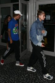 Hailey Baldwin and Justin Bieber Out in Miami 2018/06/11 1