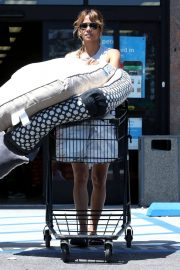 Halle Berry Out Shopping in Los Angeles 2018/06/01 1