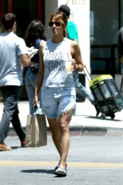 Halle Berry Out Shopping in Los Angeles 2018/06/01 2