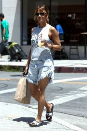 Halle Berry Out Shopping in Los Angeles 2018/06/01 5