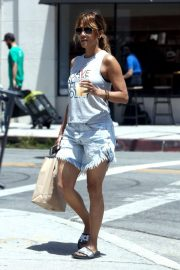 Halle Berry Out Shopping in Los Angeles 2018/06/01 6