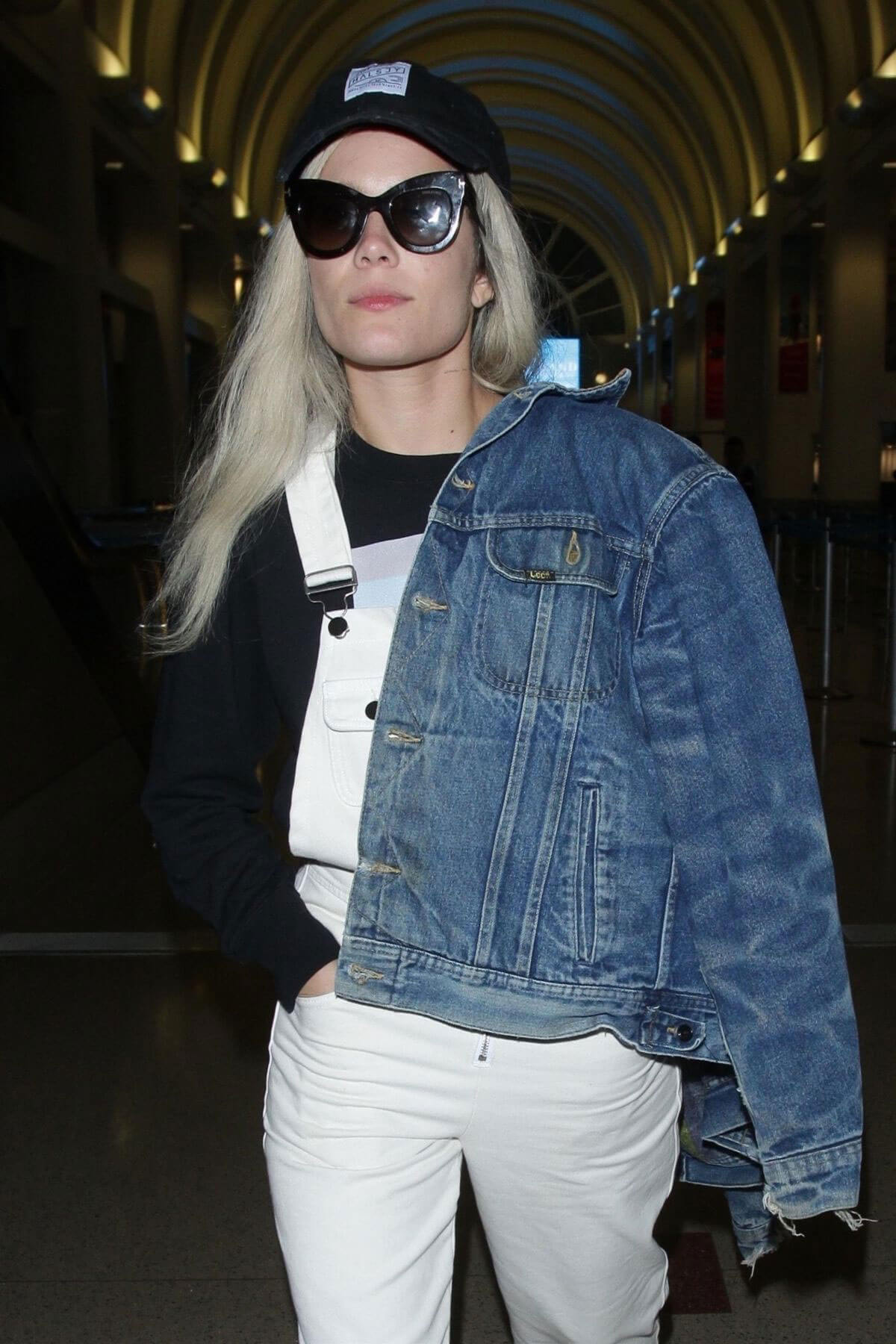 Halsey at LAX Airport in Los Angeles 2018/06/21 1